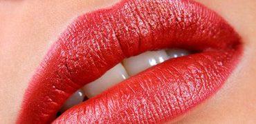 TUTORIAL – Cum se realizează machiajul buzelor